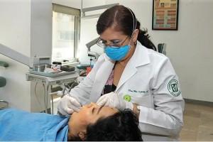 En el Servicio de Estomatología, el primer lugar de consultas lo ocupa la caries dental, seguido de la gingivitis y la enfermedad periodontal.