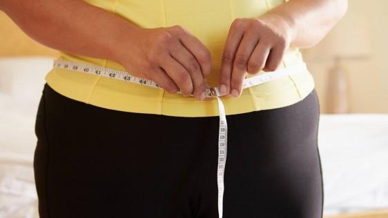 Las mujeres entre 50 y 60 años son más propensas a aumentar de peso, poco más de medio kilo, 680 gramos por año.