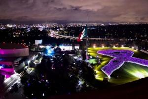 Se encendió el Lazo México, conformado por alrededor de 15 mil trabajadores del Sector Salud.