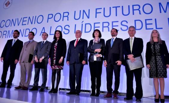 El Secretario de Salud, José Narro Robles, atestiguó la firma de convenio entre Unilever y universidades