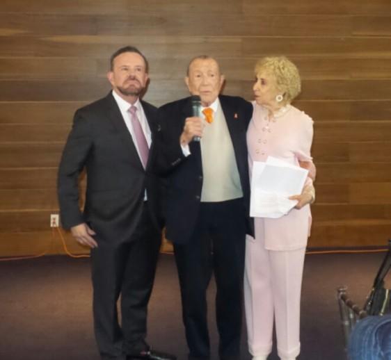 Dr. Ernesto Sánchez Forgach, Dr. Carlos Basurto y Maricarmen Forgach Marcor