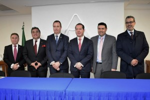 La firma estuvo a cargo del Comisionado Federal Julio Sánchez y Tépoz, y de Ricardo Zaragoza Ambrosi, Presidente de la Confederación. A través de este instrumento, ambas instituciones estrecharán vínculos de comunicación y coordinación en favor de los trámites relacionados con las operaciones de comercio internacional.