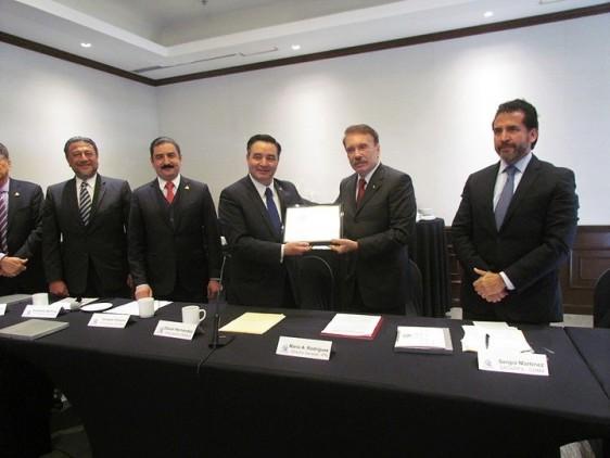 La Comisión de Seguridad Social y Salud de COPARMEX entregó el reconocimiento al Doctor Mario Alberto Rodríguez Casas, Director General del Instituto