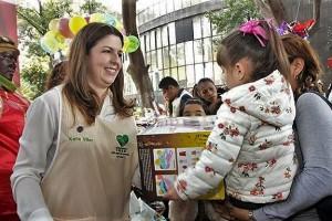 En su mensaje, la Presidenta del Voluntariado agradeció a los derechohabientes, empleados del Instituto, sociedad civil, así como a las organizaciones y fundaciones, que hicieron posible la entrega de cuatro mil juguetes también a niñas y niños que permanecen hospitalizados.