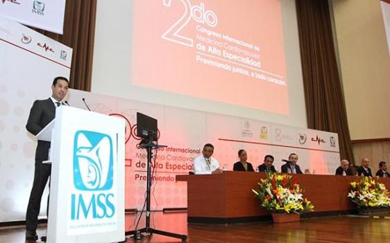 Al evento también asistieron el Director de Prestaciones Económicas y Sociales, Santiago De María Campos; la Directora General de la Fundación IMSS, Patricia Guerra; el Secretario del Trabajo del SNTSS, Cándido León Montalvo; y el embajador de España en México, Luis Fernández-Cid.