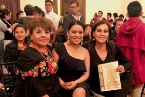 La empresaria Isabel López, Directora Comercial de Mezcal Oro de Oaxaca obtiene el reconocimiento especial del PERGAMINO DE ORO al mérito Andrés Henestrosa.