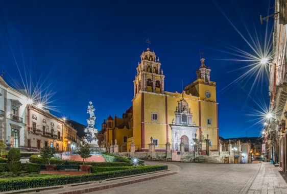 """Our Lady of Guanajuato church in Plaza de la Paz at dawn, Guanajuato, Guanajuato, Mexico"""