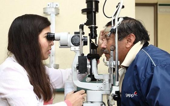 Se incrementan hasta 50% las consultas por infecciones oculares en unidades médicas del IMSS