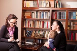 La mamá deprimida se siente culpable porque no se cree capaz de cuidar a su bebé