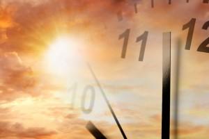 El horario de verano que entrará en vigor en México el próximo 1 de abril, busca aprovechar al máximo la luz natural del día y ahorrar energía, por ello los adelantamos nuestro reloj una hora más en casi todos los estados del país, exceptuando Sonora, Quintana Roo y las 4 islas del Archipiélago de Revillagigedo. De acuerdo con la Comisión Federal de Electricidad, en 2016 se ahorraron 975.28 gigawatts hora, energía suficiente para abastecer el consumo de 561 mil casas habitación durante todo un año.