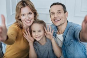 Importante preparar a tu hija o hijo mayor, presentar al nuevo bebé y fomentar un vínculo saludable entre hermanos.