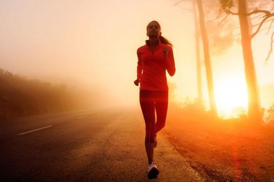 Una propuesta para combatir sobrepeso y obesidad, 10 mil pasos diarios por periodos de caminatas de 30 minutos ininterrumpidos.