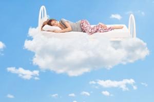 Los especialistas recomiendan evitar los dispositivos electrónicos, así como reducir las raciones de comida por la noche para lograr un sueño reparador.