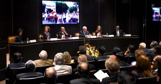 En el acto estuvieron los subsecretarios de Administración y Finanzas, Marcela Velasco González, y de Integración y Desarrollo del Sector Salud, José Meljem Moctezuma.