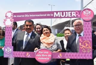 """El Secretario de Salud, José Narro, aseguró que """"tenemos que seguir luchando, pero es una tarea de hombres y mujeres""""."""