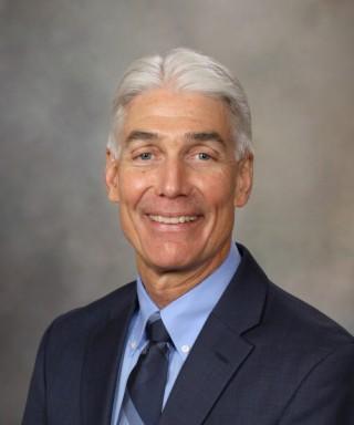 Dr. Donald Hensrud, experto en medicina preventiva y nutrición de Mayo Clinic