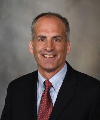 Dr. Eric J. Olson, experto en medicina del sueño de Mayo Clinic