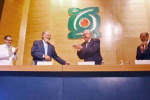 El Secretario de Salud encabezó la ceremonia de reconocimiento a la Fundación Carlos Slim por su labor altruista