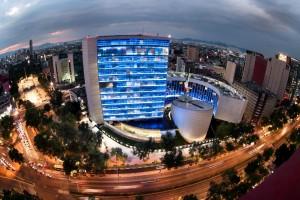 Iluminan de azul los edificios del Senado de la República en conmemoración del Día Internacional del Autismo.