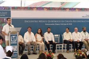 En la clausura del Encuentro Médico Quirúrgico estuvieron presentes el delegado del IMSS en Chiapas, Arturo Pacheco Meza; el coordinador de los EMQ en Cirugía Reconstructiva, Sergio López Pérez; el titular del programa IMSS-PROSPERA, Roberto Garduño Alarcón; la titular de la Unidad de Evaluación de Delegaciones, Angélica Moguel Orozco, y el titular de la División de Proyectos Especiales en Salud, Felipe Cruz Vega, entre otros funcionarios.
