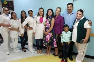 """Celia Cisneros inició tratamiento el 30 de abril de 2015, cuando tenía 10 años; hace unos días tocó la """"campana de la vida"""" al estar curada de la enfermedad."""