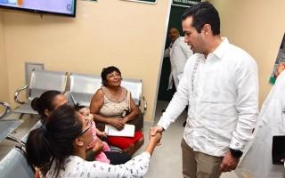 Como parte de su gira de trabajo, también acudió a la Unidad Médica de Alta Especialidad (UMAE) Hospital de Especialidades No. 1, donde recorrió las áreas de admisión continua, sala de hemodinamia, además de supervisar los servicios de Pediatría, Oncología y Hematología.