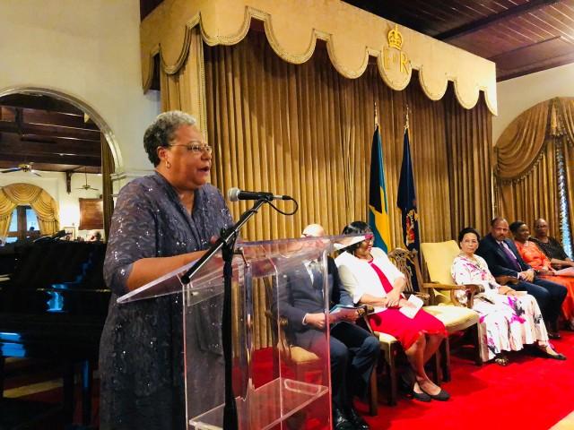 Médica de Bahamas pionera en eliminación de enfermedades es nombrada como la primera Heroína de la Salud de la OPS en las Américas.