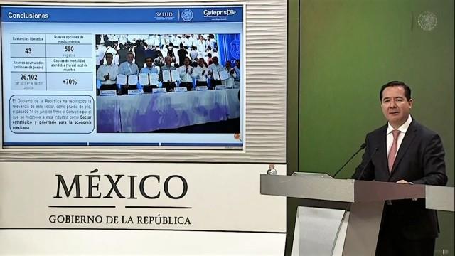 Es una estrategia, que no solamente aporta con mayores medicamentos, insumos de calidad, seguridad y eficacia, sino también está dirigida a las familias mexicanas. Está dirigida a que los pacientes puedan comprar medicamentos disponibles, accesibles a los mejores precios.