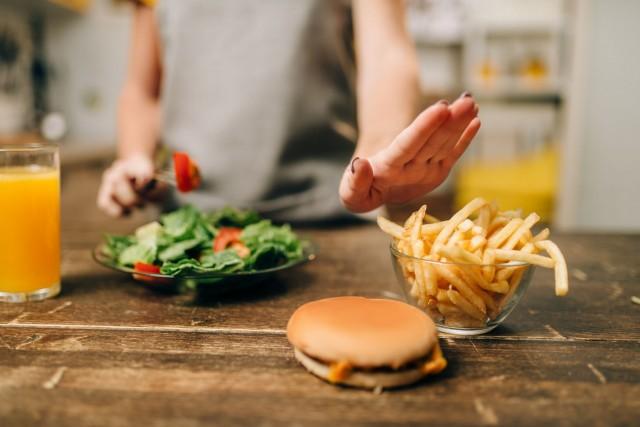 Investigadores advierten: la comida chatarra podría ser responsable de la epidemia de alergia alimentaria.