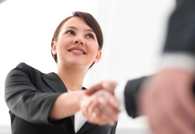 Oportunidad de enterarse de la oferta comercial de las otras empresas, hacer el networking tan importante en la industria farmacéutica el día de hoy, y conocer a sus futuros socios, sentándose en la misma mesa con ellos.