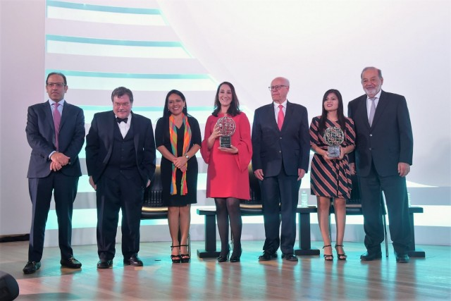 Durante el evento se realizó la entrega de los Premios Carlos Slim en Salud,  el de Institución Excepcional se otorgó a la Liga contra el Cáncer de Perú, y el de Trayectoria en Investigación fue para la Dra. María Elena Bottazzi, científica hondureña.