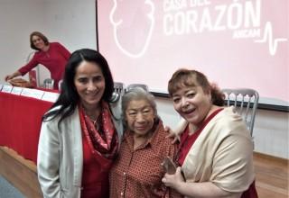 Como parte de las actividades educativas se entregó un reconocimiento a la Dra. Lilia Ávila Ramírez -al centro-, primera que formo parte del Consejo Mexicano de Cardiología en la Sociedad Mexicana de Cardiología y a la Dra.Emma Rosas Munive, Cardióloga delHospital General de México.