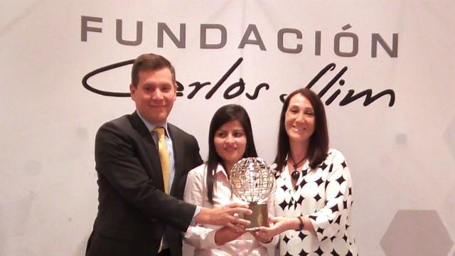 En conferencia de prensa el día de hoy, el Maestro Ricardo Mújica Rosales, Director Ejecutivo de la Fundación, presentó a los ganadores de la edición 2018. Ahí explicó las dos categorías de los Premios: Institución Excepcional y Trayectoria en Investigación, las cuales son asignadas de, entre todas las propuestas recibidas, por un jurado de expertos independientes, quienes en este año seleccionaron a la organización Liga contra el Cáncer, con sede en Perú, y a la Dra. María Elena Bottazzi, científica hondureña.