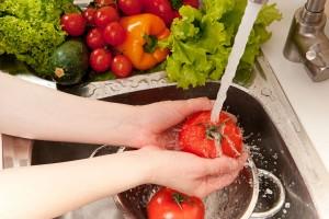Medidas higiénicas como el lavado frecuente de manos, desinfección de frutas y verduras, así como la cocción adecuada de la carne de cerdo, son esenciales en la prevención.