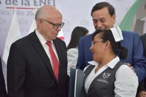 A lo largo de 50 años, el trabajo del personal de enfermería en los hospitales públicos y privados ha abonado en la mejora sustancial de los indicadores de calidad y esperanza de vida, afirmó el Secretario de Salud, José Narro Robles.