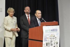 El Dr. Carlos Sánchez Basurto (cirujano oncólogo), estuvo acompañado de su esposa Maricarmen Forgach Marcor; y su hijo, el también reconocido cirujano oncólogo, Dr. Ernesto Sánchez Forgach.