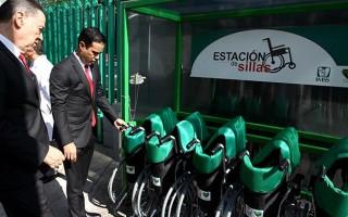 En el evento de inauguración, le fueron entregadas al Director General del Instituto10 sillas de ruedas donadas por el Voluntariado IMSS, al servicio de los derechohabientes de la UMAA No. 161.