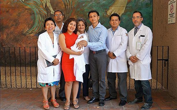 El bebé prematuro extremo nació a las 25 semanas de gestación y gracias a los cuidados pediátricos en el Hospital de Mérida, fue dado de alta recientemente.