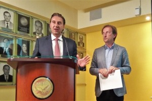 El mundialmente reconocido, Dr. Carlos Simón, Científico e Investigador en Fertilidad y Reproducción Humana, visitó México, donde dió una conferencia, para la Asociación Mexicana de Medicina de la Reproducción, A.C. (AMMR).