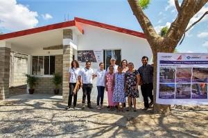 Siete empresas farmacéuticas crean el proyecto Reconstruyendo Niltepec que edificó viviendas, ofreció apoyo psicológico y dio trabajo para los habitantes.