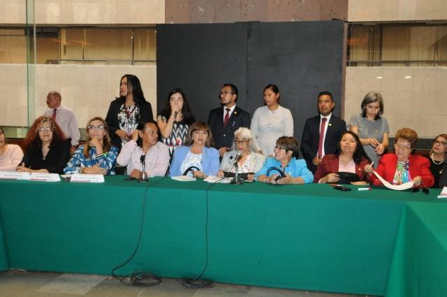 Legisladores se reunieron con representantes de la comunidad lésbico, gay, bisexual, transexual, transgénero, travesti e intersexual (LGBTTTI) para escuchar sus propuestas, con el fin de enriquecer la agenda en materia de diversidad sexual.