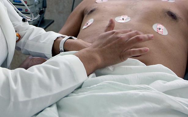 Intenso dolor abdominal es el principal síntoma de esta enfermedad provocada por la inflamación del apéndice. En 2017, clínicas y hospitales del IMSS registraron 38 mil 546 egresos de derechohabientes a nivel nacional.