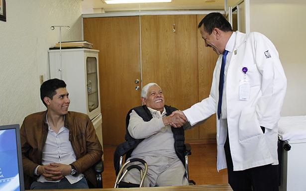 El personal del Hospital de Cardiología del Centro Médico Nacional Siglo XXI continuó en el quirófano y terminó el procedimiento para salvar la vida del derechohabiente.