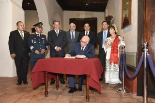 Luego de la ceremonia del Grito, José Narro Robles, acudió al museo de independencia, lugar donde en 1810 el cura Hidalgo liberó a los presos para de manera simbólica revivir ese momento, y posteriormente firmar el libro de visitantes distinguidos de la cuidad.