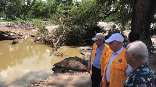 El Secretario de Salud, José Narro Robles, realiza una gira de trabajo por el estado de Sinaloa, a fin de supervisar las acciones sanitarias que se llevan a cabo en los municipios afectados por las intensas lluvias de la semana pasada.
