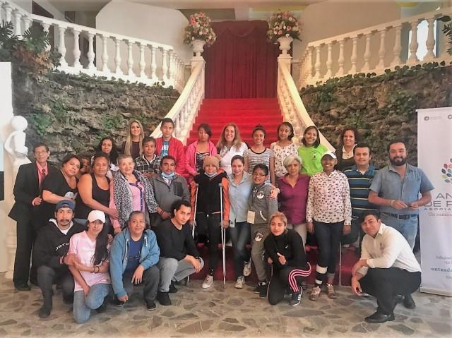 Gracias al patrocinio de Galerías el Triunfo, Universidad Simón Bolívar y el Salón Versalles Neri 7 pacientes oncológicos de la asociación Antes de Partir celebran en compañía de sus seres queridos.