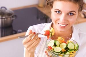 Es importante mencionar que la alimentación no es restrictiva, hay muchos alimentos deliciosos que pueden incluir en su dieta, la clave es la cantidad y el tipo de preparación.