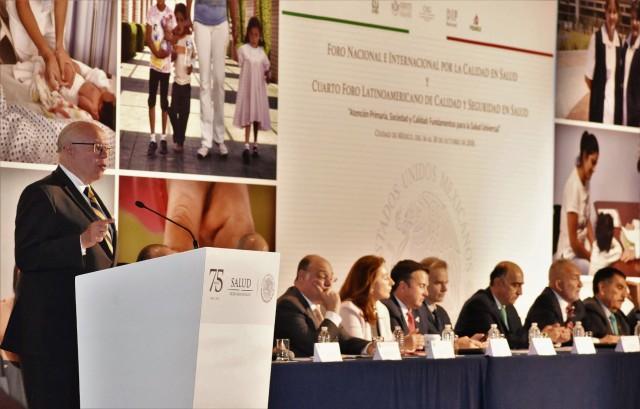 Es necesario cambiar el proceso de formación y actualización de recursos humanos en salud para que las nuevas generaciones tengan las herramientas que les permitan responder a los cambios tecnológicos y científicos para mejorar la calidad en la atención, aseguró el secretario de salud, José Narro Robles.