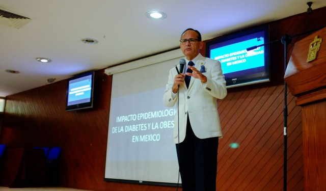 doctor Héctor Raúl Pérez Gómez, director general del Hospital Civil de Guadalajara