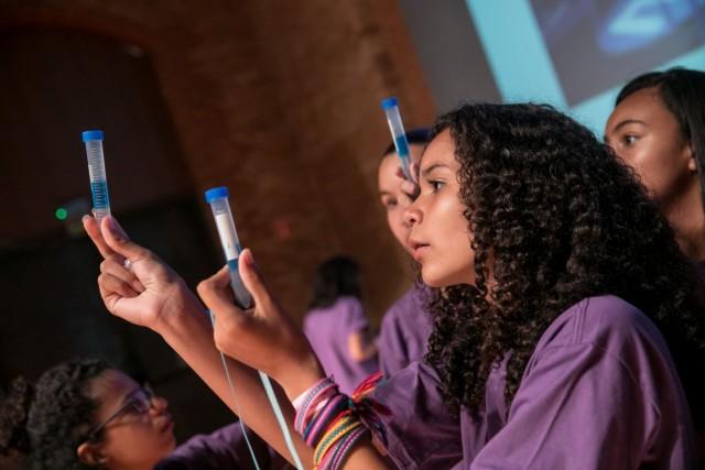 Greenlight for girls (g4g) y Covestro realizaron el primer evento g4g@Mexico, en el que más de 60 niñas entre 11 y 15 años del municipio de Ecatepec se reunieron en las instalaciones de Covestro México para acercarse a la ciencia y la tecnología de una manera diferente.